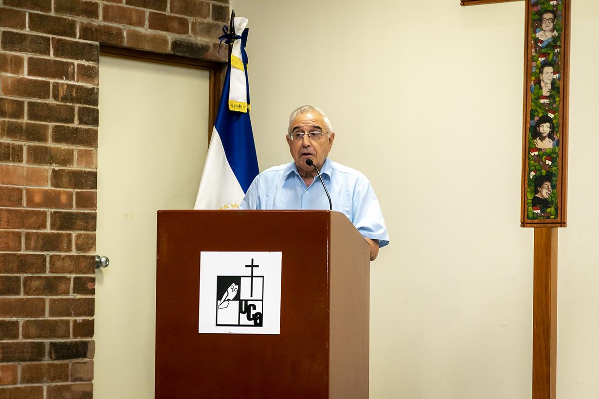 Padre Rafael de Sivatte, subdirector del Centro Monseñor Romero y jefe del Departamento de Teología de la UCA.