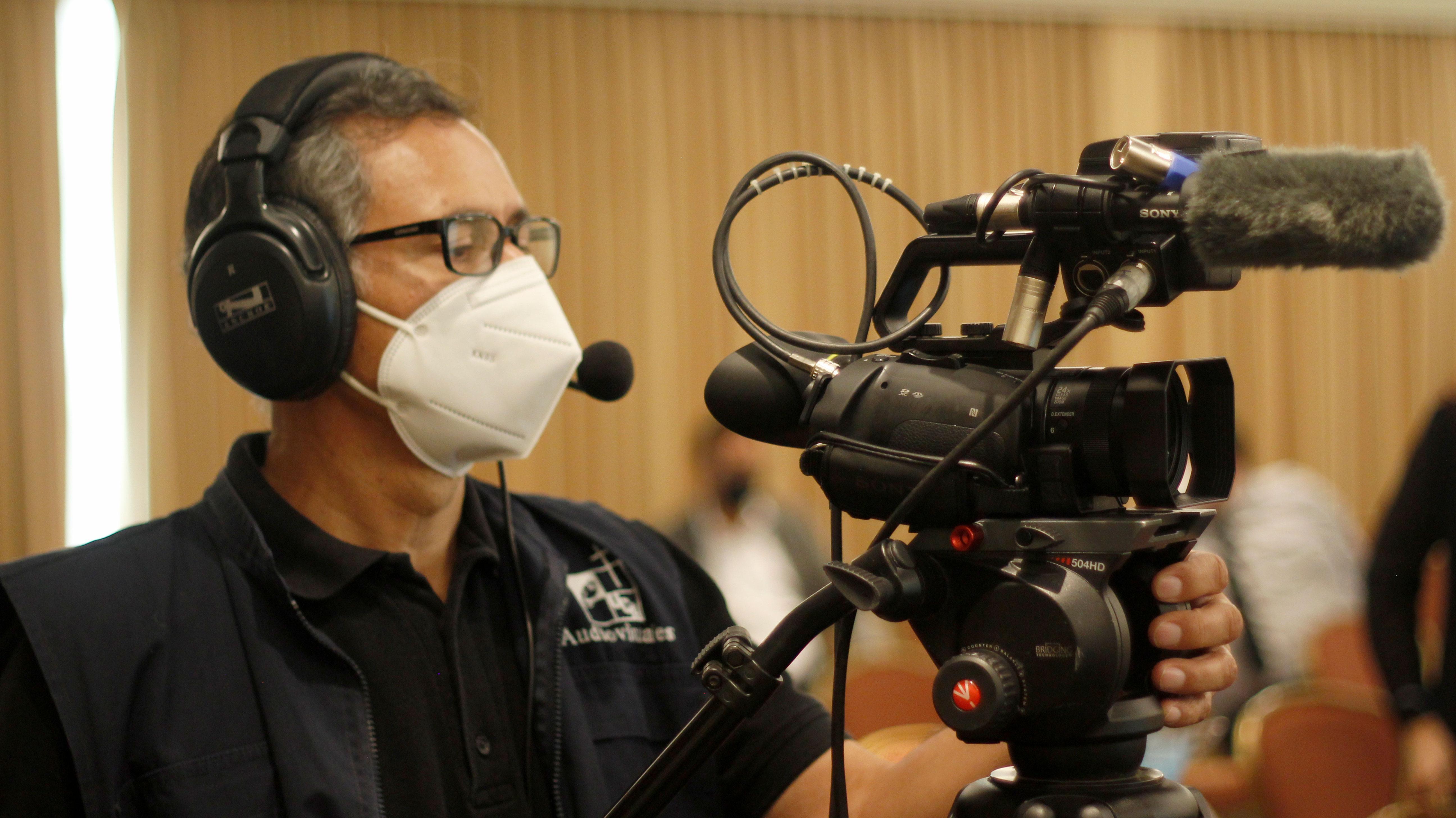 Durante la presentación se contó con el apoyo de Audiovisuales UCA