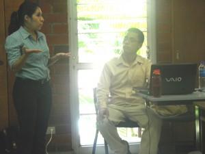 Esmeralda Villeda y Julio Nájera durante la defensa de su tesis, en septiembre de 2016